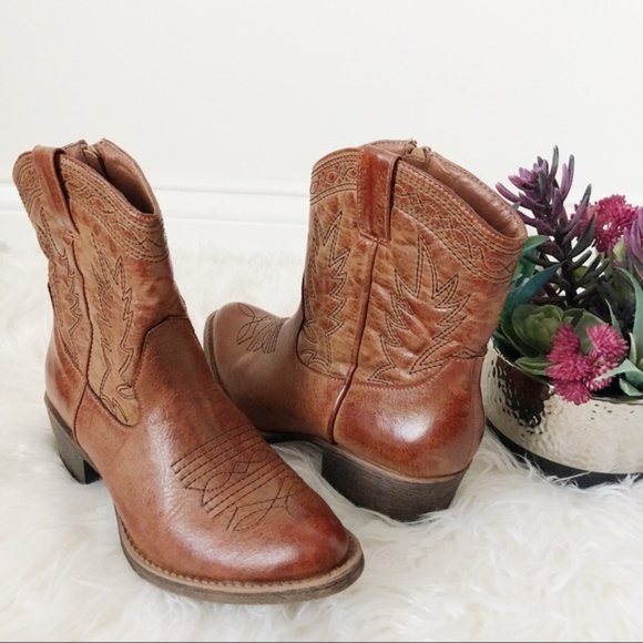 80ac3bdeb59 Coconuts by Matisse • Western Side Zip Ankle Boots NWT